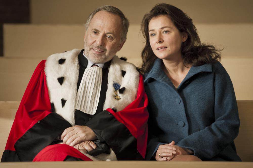 L'hermine: Sidse Babett Knudsen e Fabrice Luchini in un momento del film