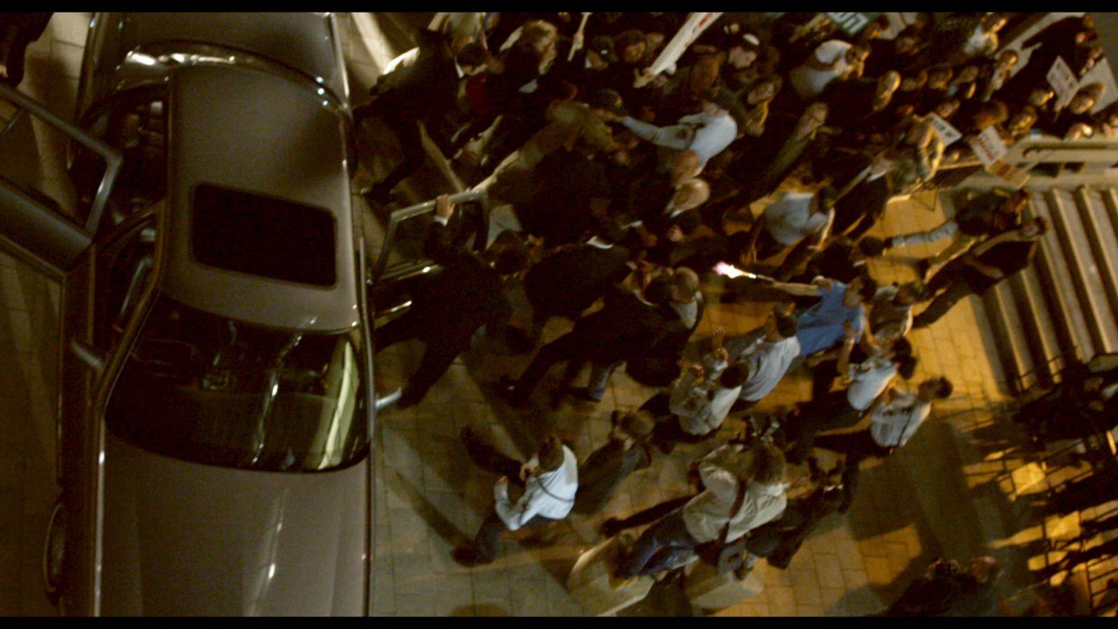 Rabin, the Last Day: un'immagine dall'alto di un concitato momento del film