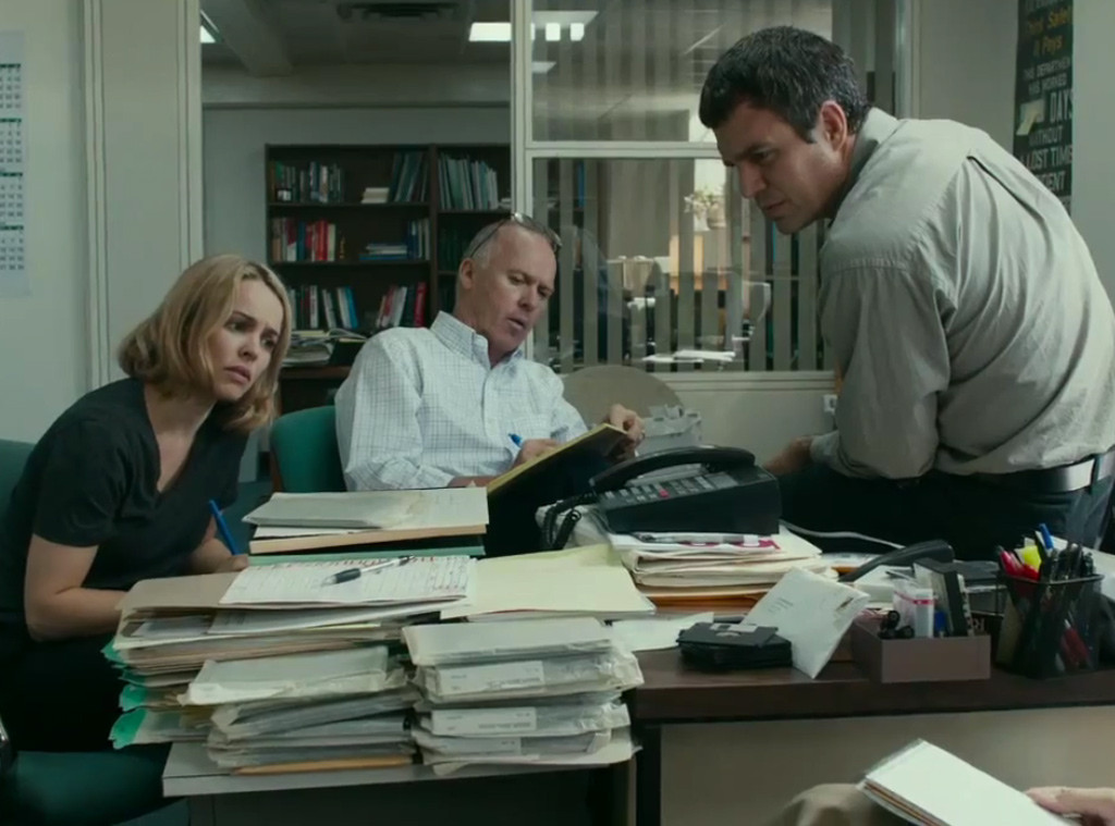 Il caso Spotlight: Mark Ruffalo, Rachel McAdams e Michael Keaton in un momento del film