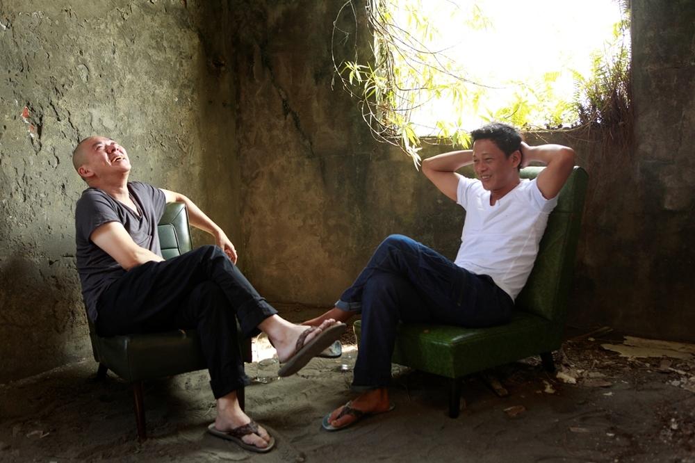 Afternoon: Tsai Ming-Liang e Lee Kang-Sheng sorridenti in un'immagine del film