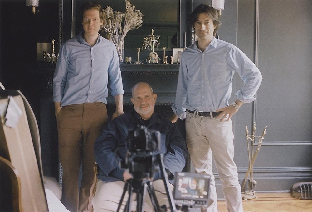 De Palma: i registi Noah Baumbach e Jake Paltrow in compagnia di Brian De Palma in un'immagine promozionale del documentario sul grande cineasta statunitense