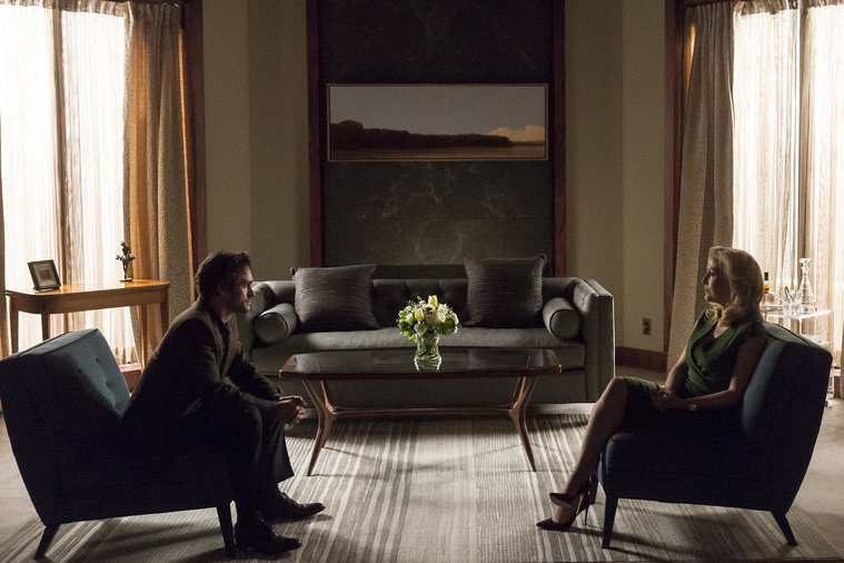 Hannibal: Hugh Dancy e Gillian Anderson in una scena di The Number of the Beast is 666