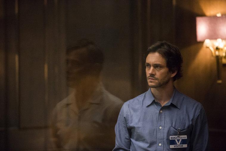 Hannibal: Mads Mikkelsen e Hugh Dancy interpretano Lecter e Will in un suggestivo momento di The Wrath of the Lamb