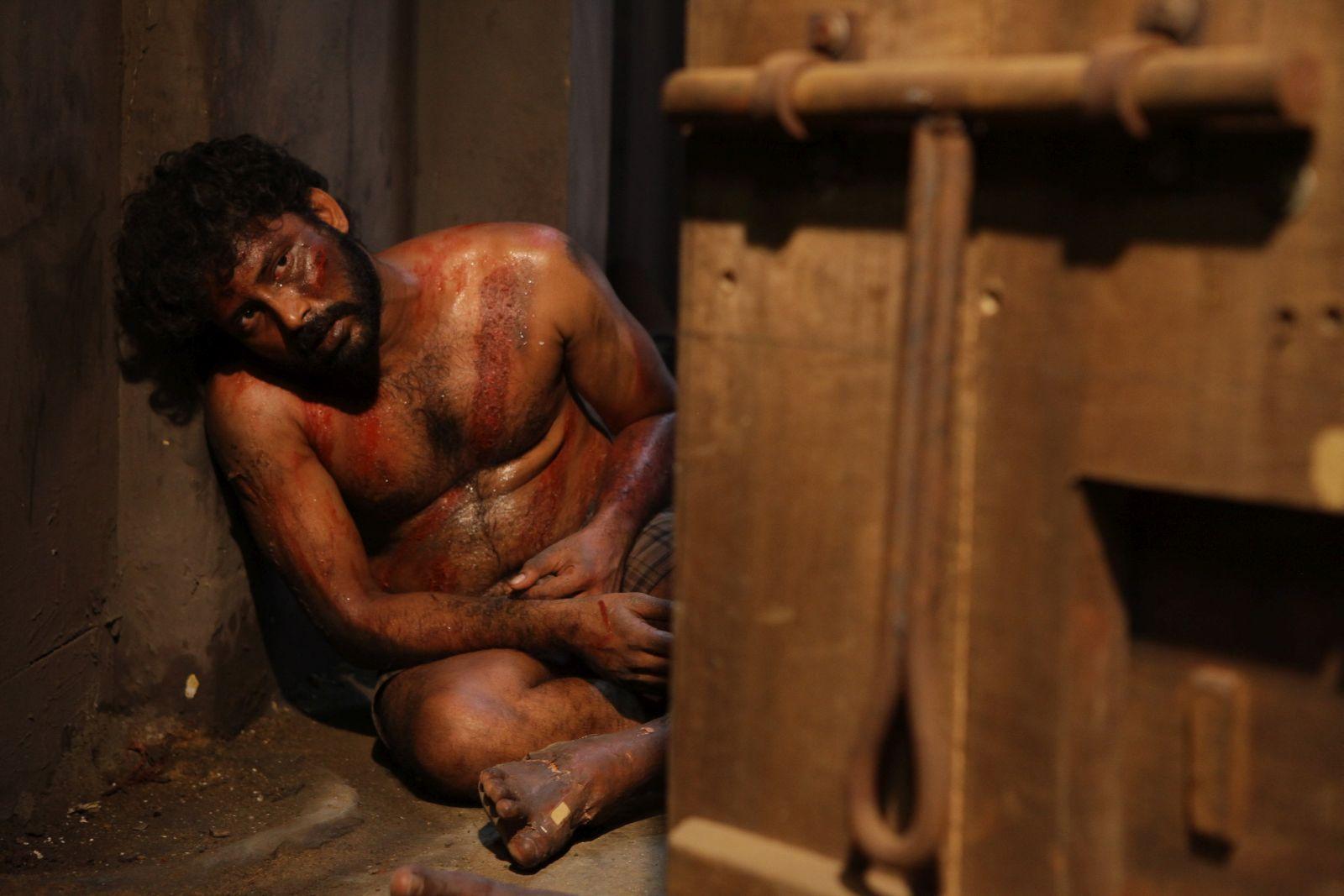 Interrogation: un momento del film diretto da Vetri Maaran