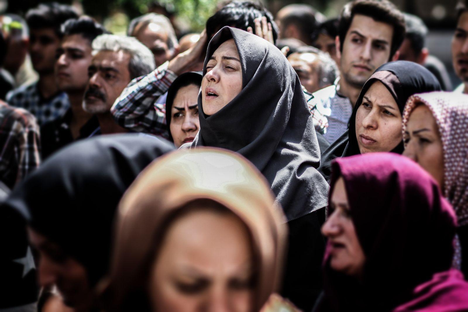 Wednesday, May 9: un'immagine di folla tratta dal film