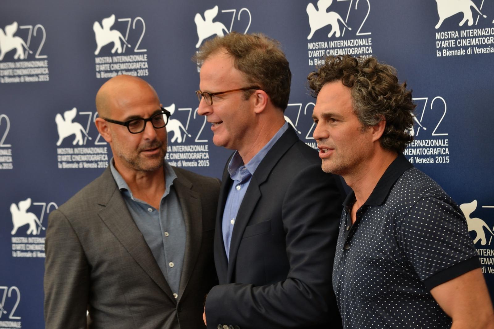 Spotlight: Mark Ruffalo, Stanley Tucci posano con il regista Thomas McCarthy al photocall di Venezia 2015