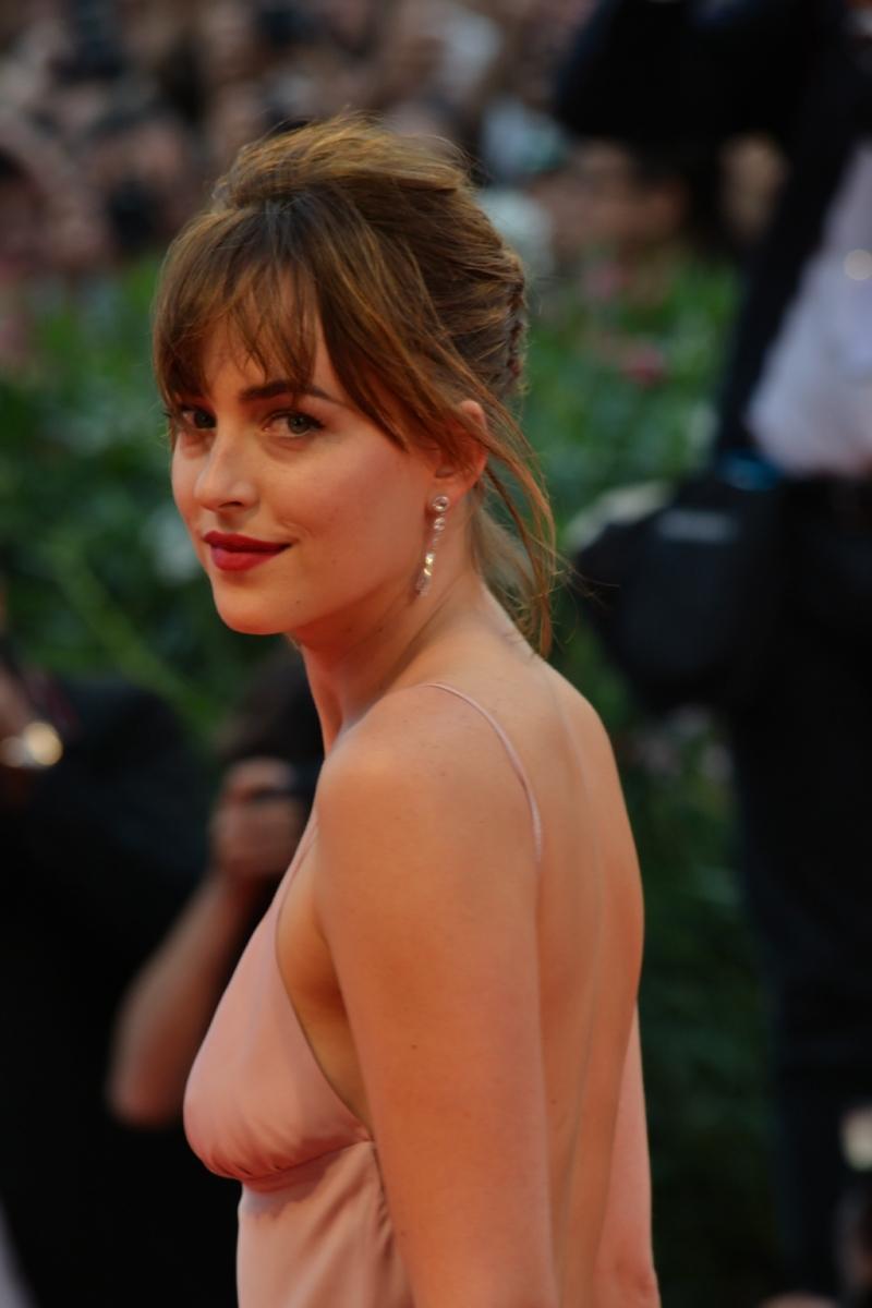 Venezia 2015: Dakota johnson sul red carpet