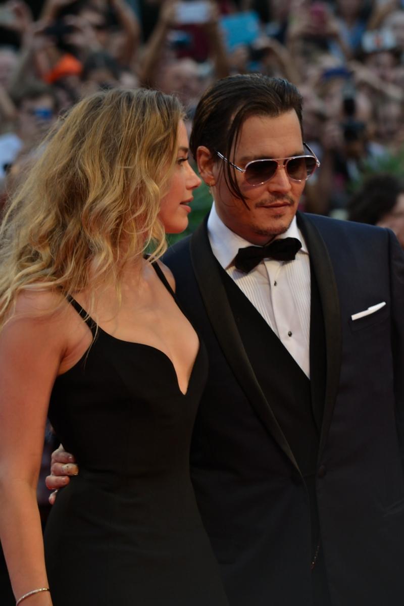 Venezia 2015: Amber Heard e Johnny Depp in una foto sul red carpet