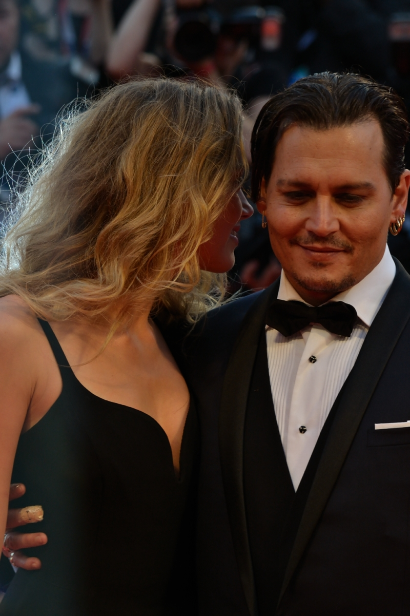Venezia 2015: Johnny Depp e Amber Heard sul red carpet