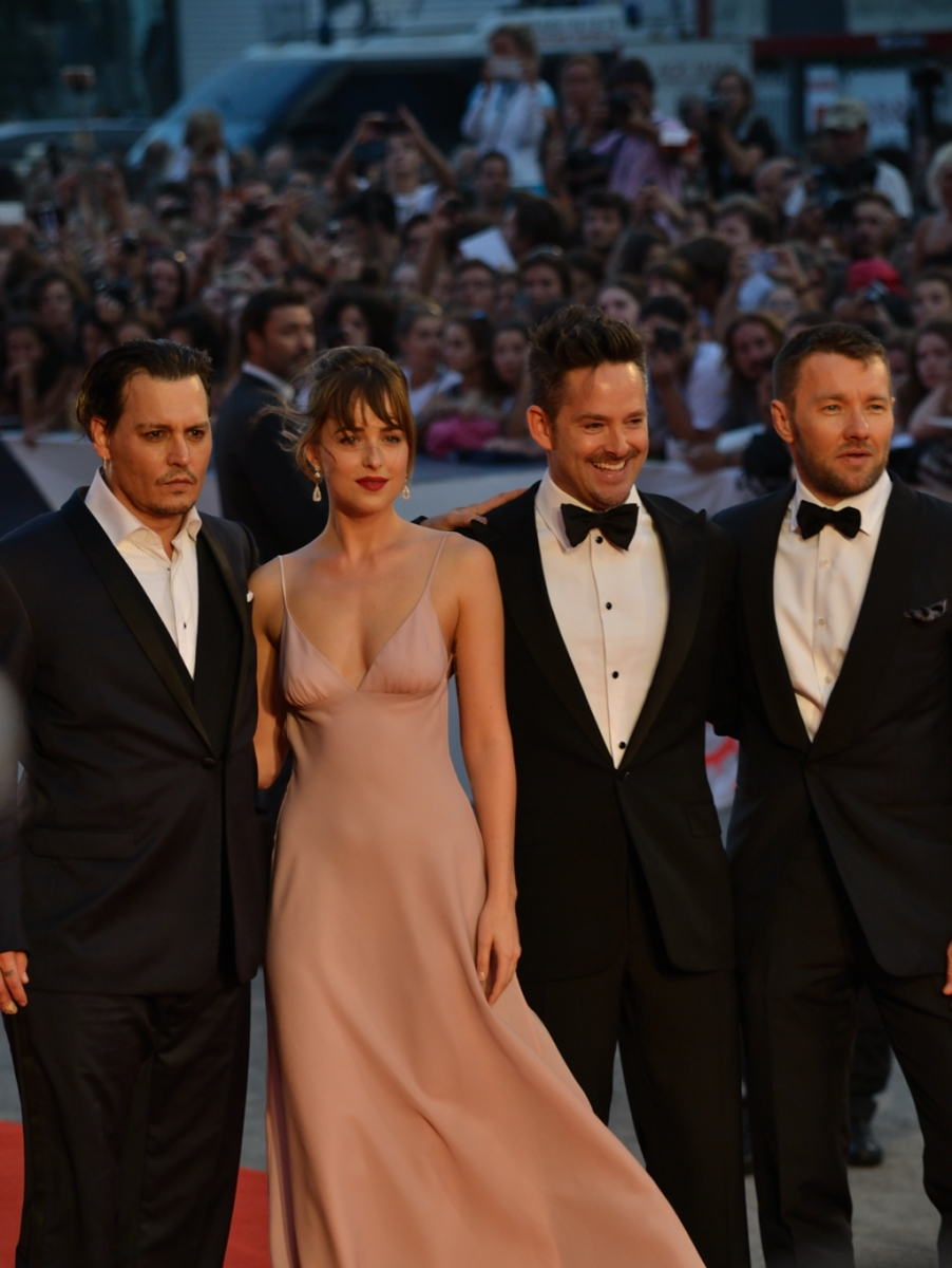 Venezia 2015: johnny Depp, Dakota johnson, Joel Edgerton e Scott Cooper sul red carpet di Black Mass