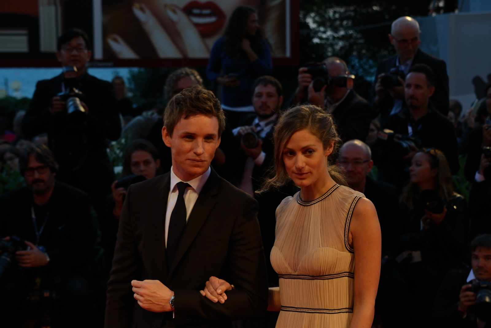 Venezia 2015: Eddie Redmayne e sua moglie sul red carpet di The Danish Girl