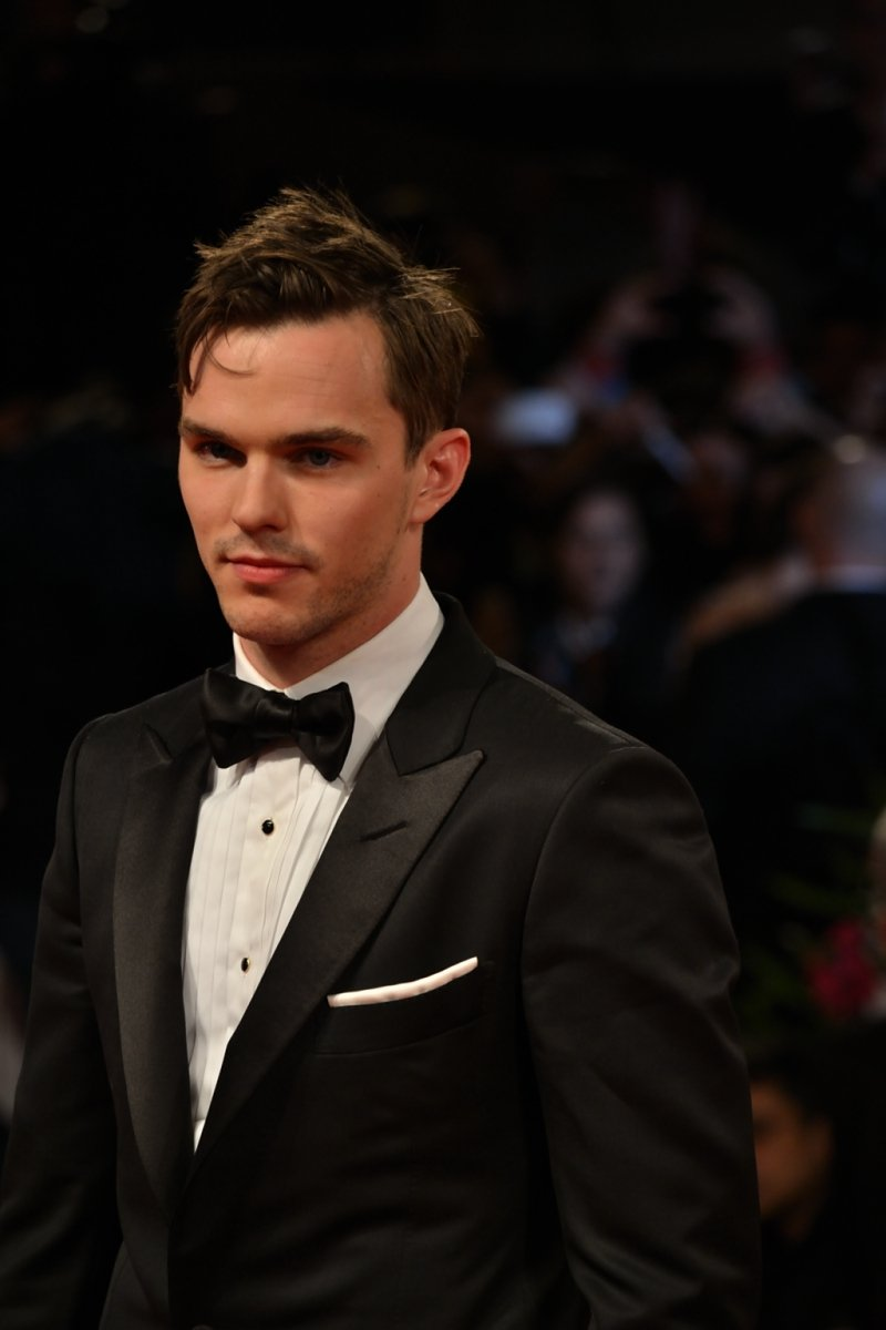 Venezia 2015: Nicholas Hoult durante il red carpet di Equals