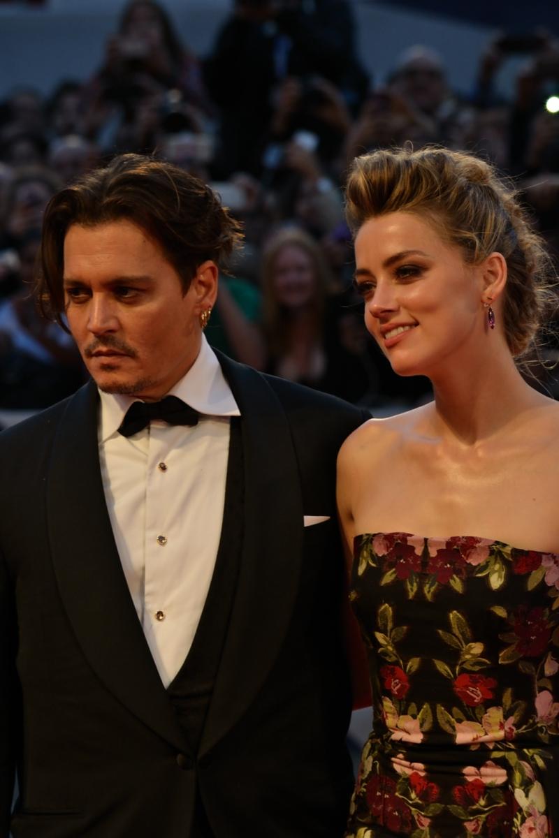 Venezia 2015: Amber Heard con Johnny Depp posano sull red carpet di The Danish Girl