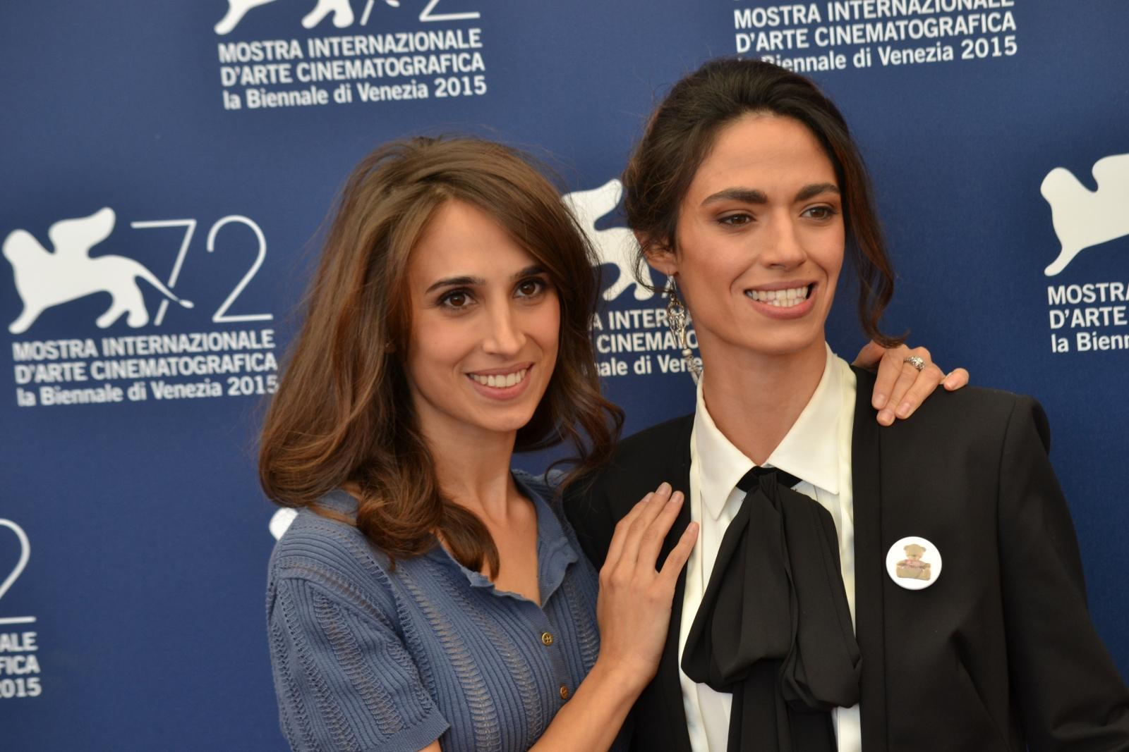 Venezia 2015: Silvia D'amico e Roberta Mattei al photocall di Non essere cattivo