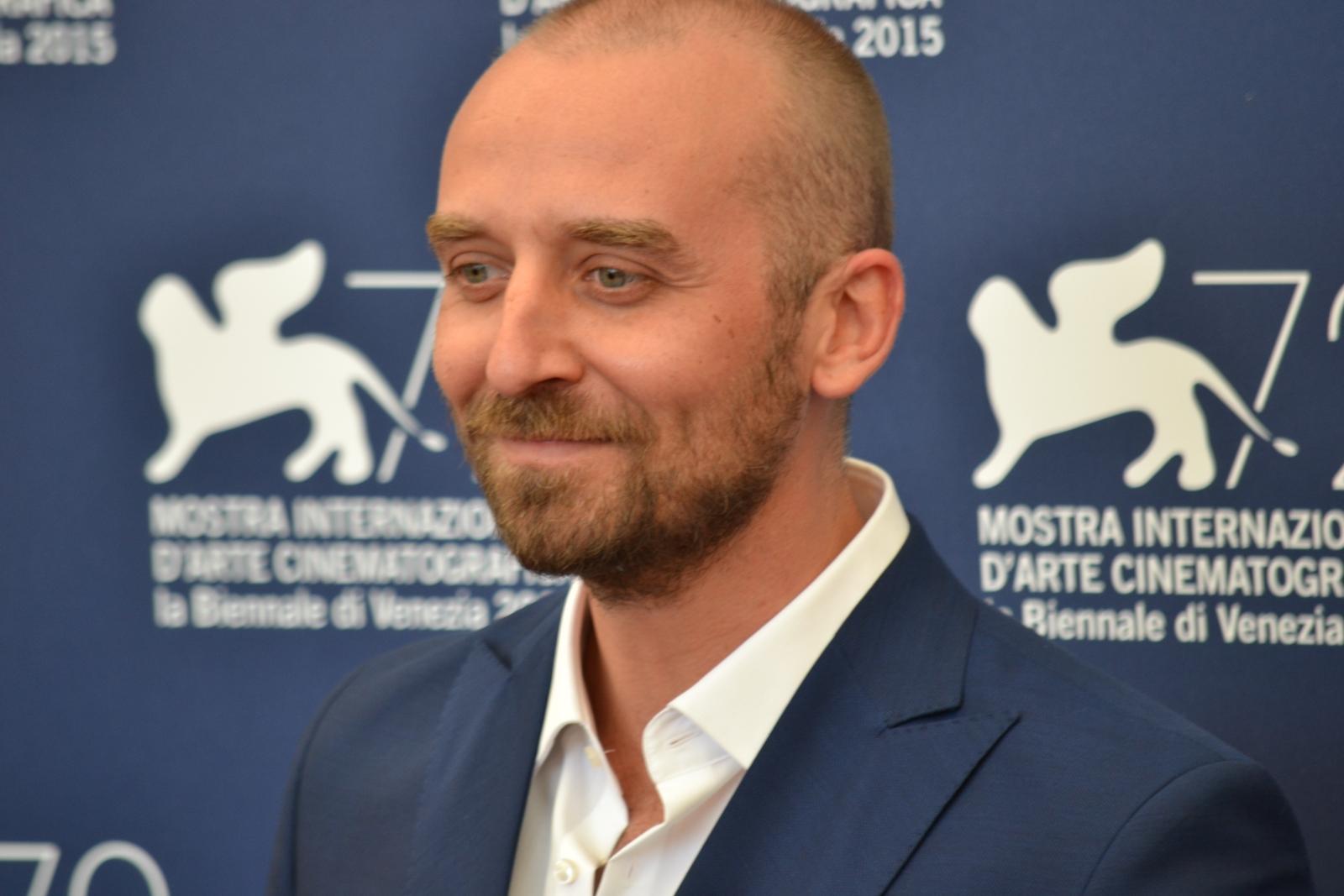 Venezia 2015: Wojciech Mecwaldowski sorride al photocall di 11 Minut