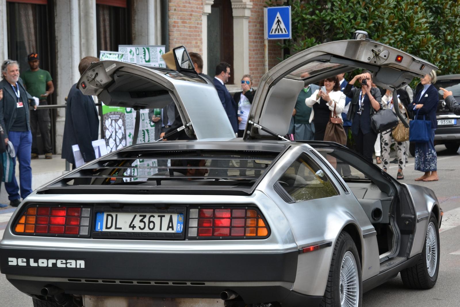 Ritorno al Futuro a Venezia 2015 - la DeLorean parcheggiata in zona Festival