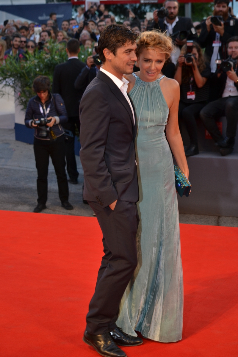 Venezia 2015: Valeria Golino e Riccardo Scamarcio sul red carpet di Per amor vostro