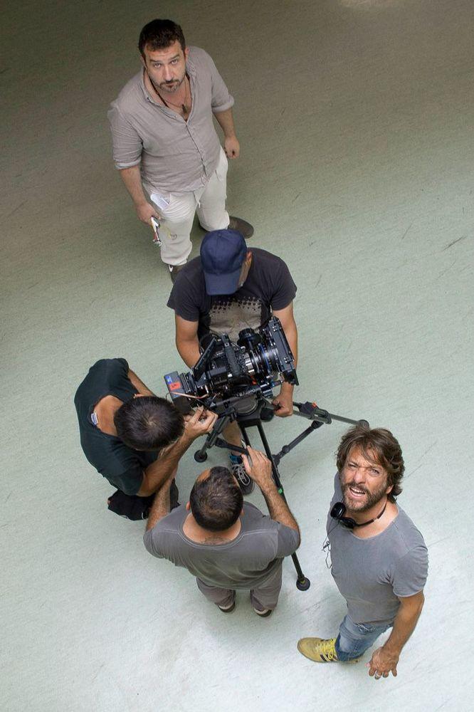 A Napoli non piove mai: il regista e interprete Sergio Assisi sul set del film