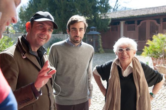 Dietro gli occhiali bianchi: Lina Wertmüller e il regista Valerio Ruiz in un'immagine dal set