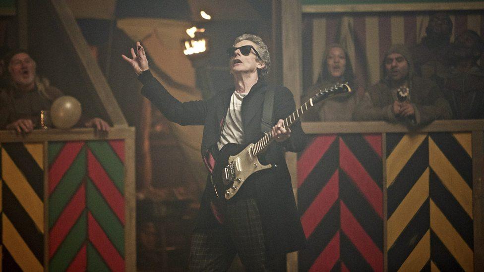 Doctor Who: il Dottore (Peter Capaldi) in versione rock nell'episodio The Magician's Apprentice