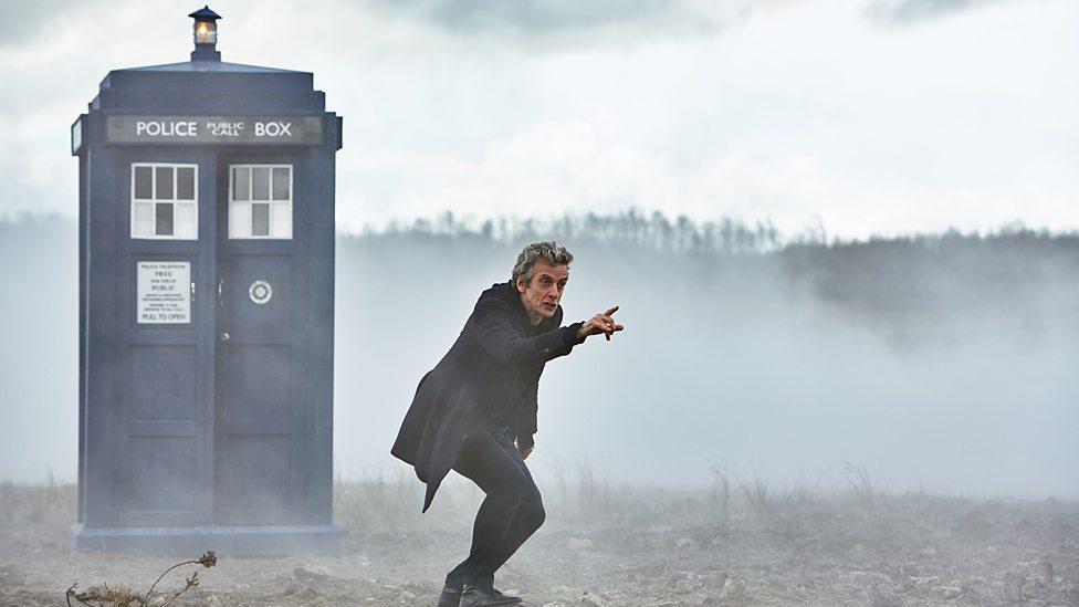 Doctor Who: Peter Capaldi in una scena della première The Magician's Apprentice