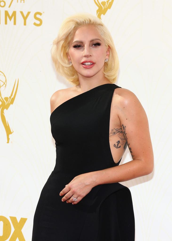 Lady Gaga agli Emmy 2015