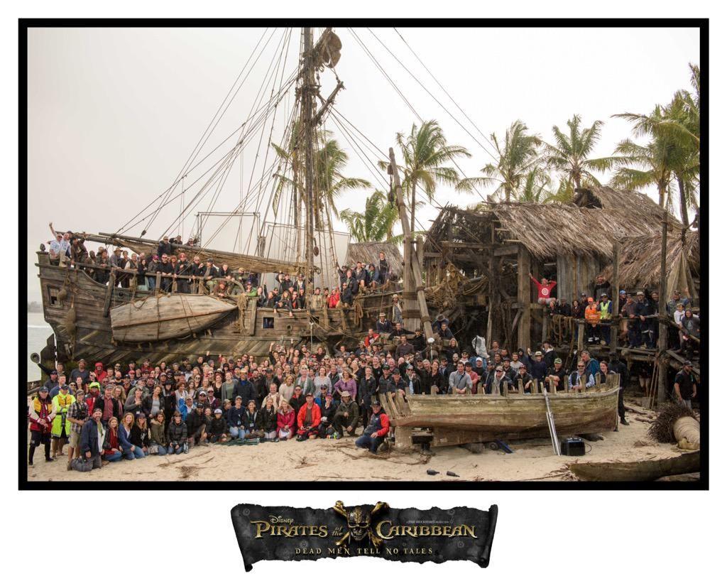Pirati dei Caraibi 5: foto di gruppo per festeggiare il Talk Like a Pirate Day