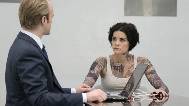 Blindspot: la sconosciuta interpretata da Jaimie Alexander viene interrogata in una scena tratta dal pilot