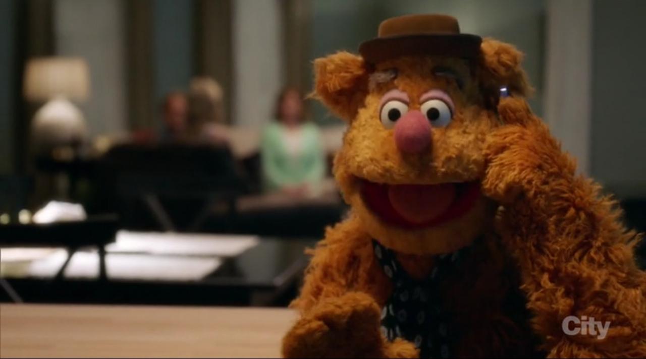 The Muppets: l'orso Fozzie nella premiere della serie
