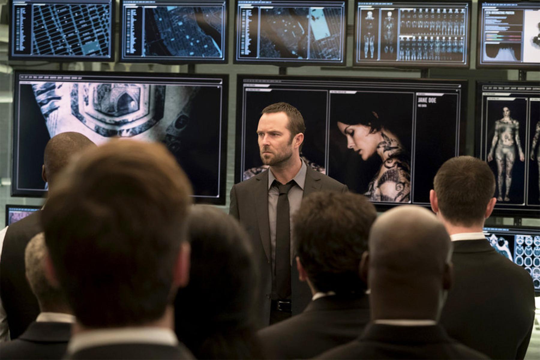 Blindspot: Sullivan Stapleton interpreta Kurt Weller in una scena del pilot