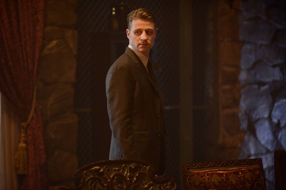 Gotham: l'attore Ben McKenzie in un'immagine dell'episodio Damned If You Do