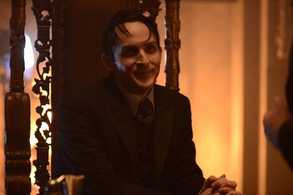 Gotham: Robin Lord Taylor in una foto tratta dall'episodio Damned If You Do