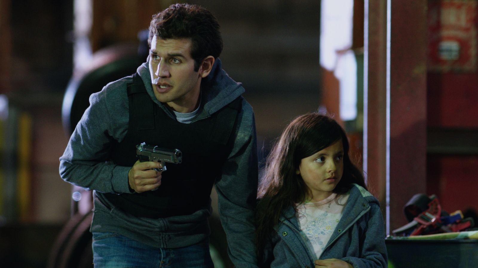 Game Therapy: Federico Clapis in una scena d'azione del film