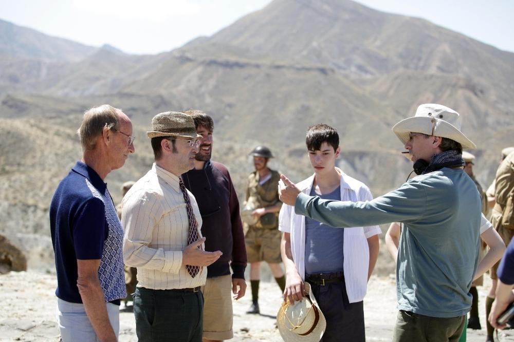 La vita è facile ad occhi chiusi: il regista David Trueba al lavoro sul set con Javier Cámara e Francesc Colomer