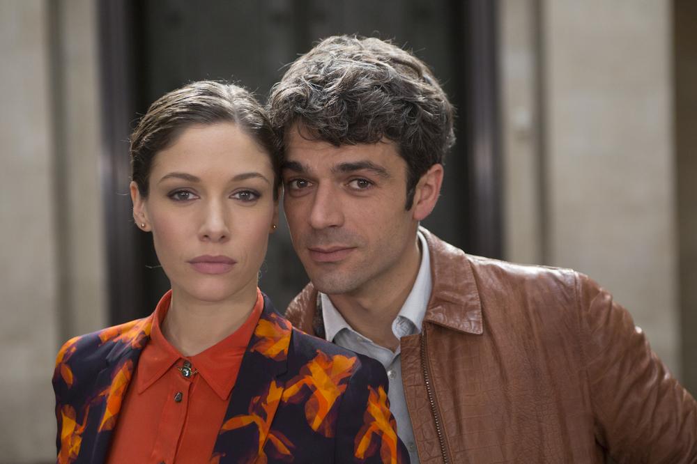 Poli opposti: Luca Argentero e Sarah Felberbaum in un'immagine promozionale del film