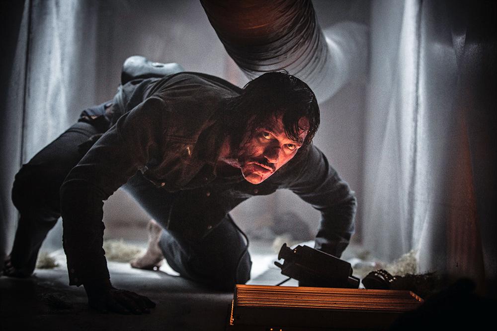 High Rise: Luke Evans in una scena d'azione