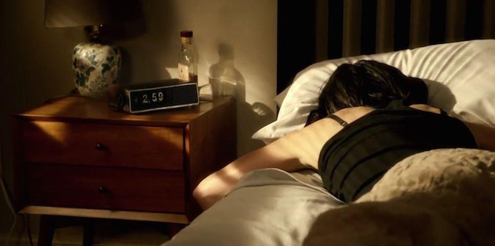 Jessica Jones: Krysten Ritter addormentata
