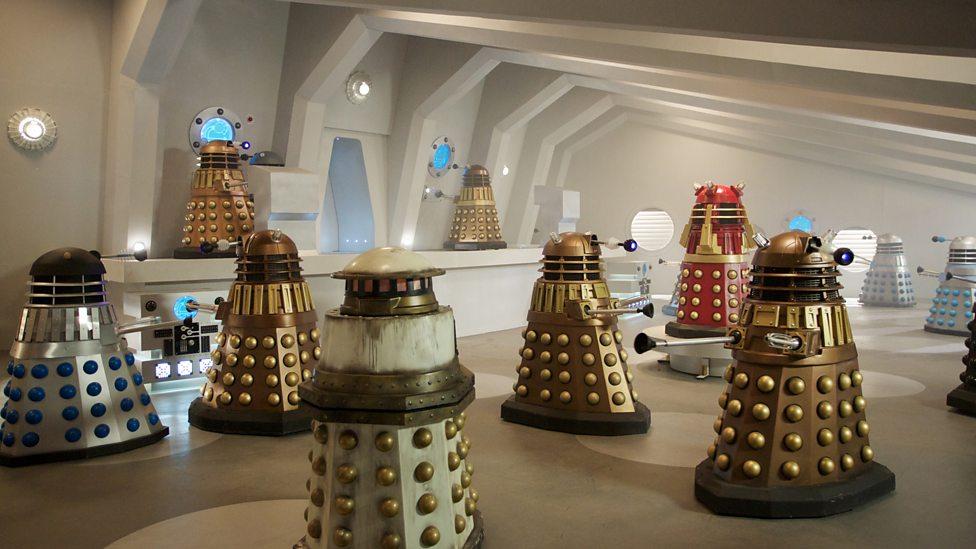 Doctor Who: un gruppo di Dalek nella puntata The Witch's Familiar