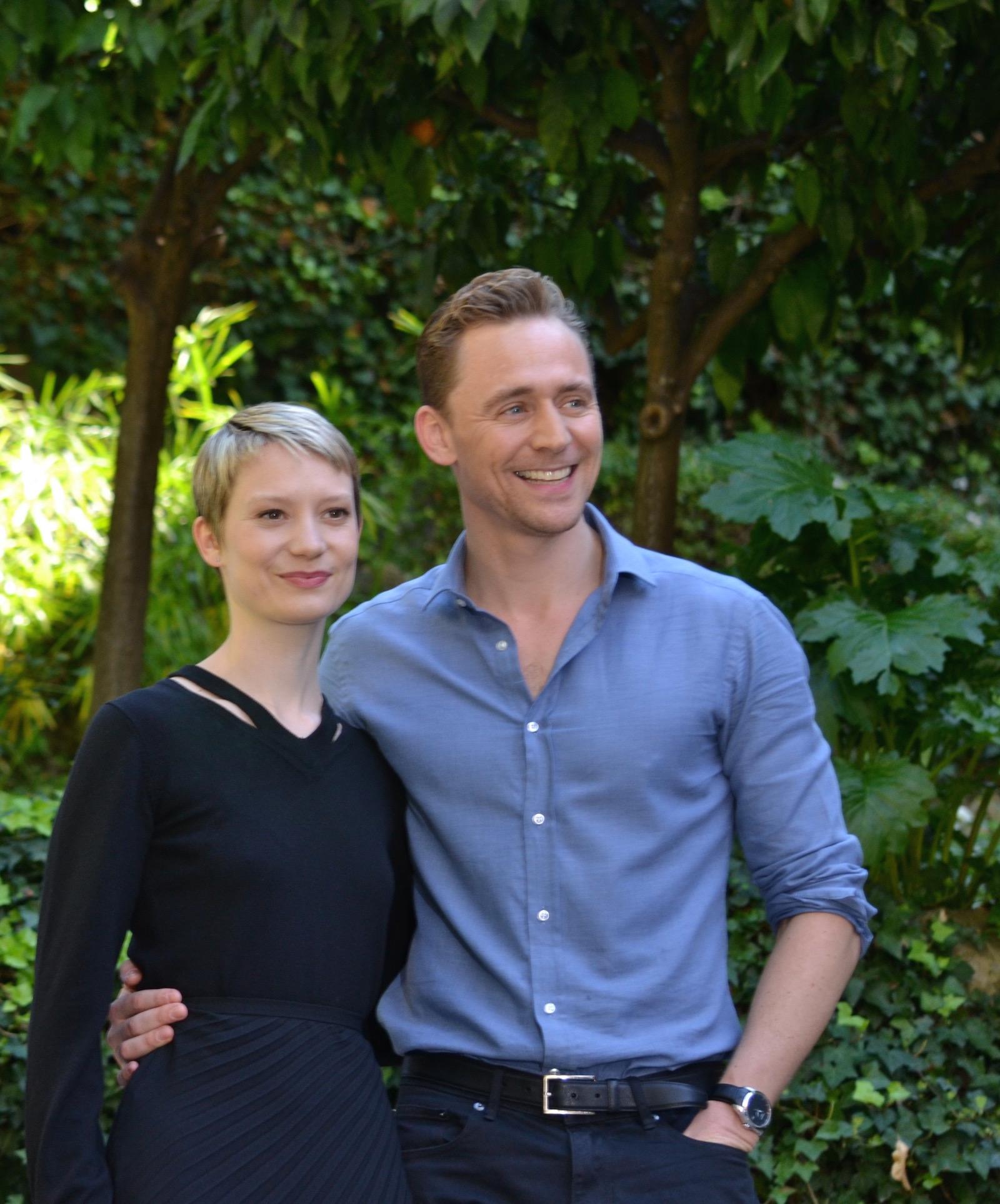Crimson Peak: Mia Wasikowska e Tom Hiddleston posano per i fotografi al photocall