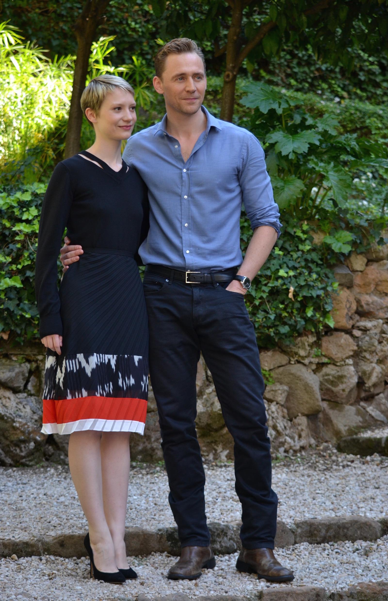 Crimson Peak: Mia Wasikowska e Tom Hiddleston posano al photocall