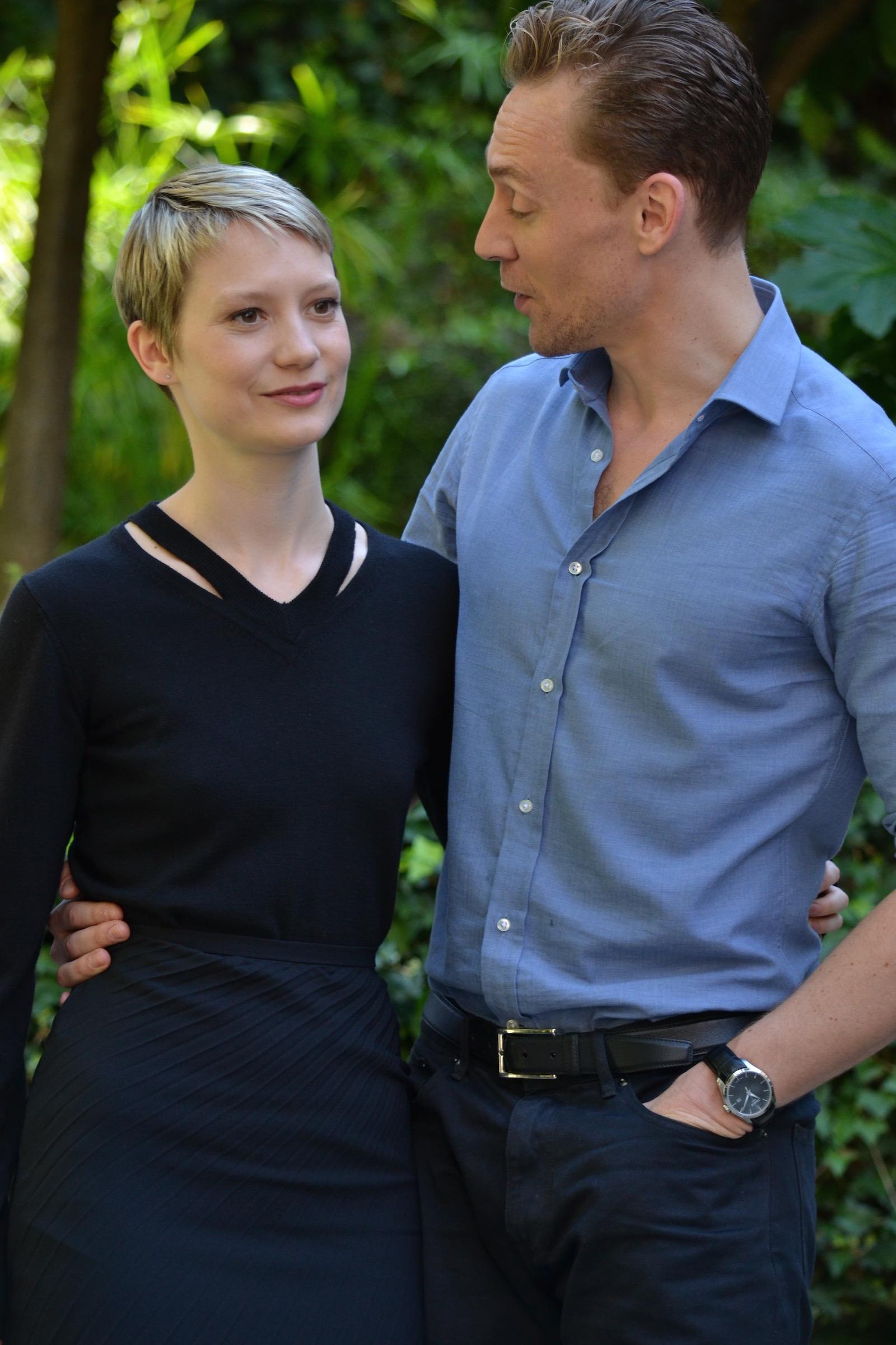 Crimson Peak: Mia Wasikowska e Tom Hiddleston scherzano al photocall