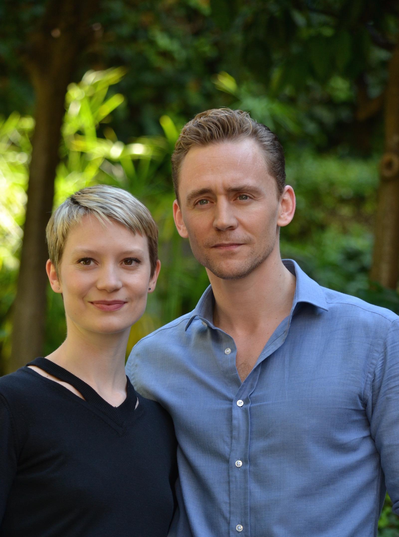 Crimson Peak: un primo piano di Mia Wasikowska e Tom Hiddleston al photocall