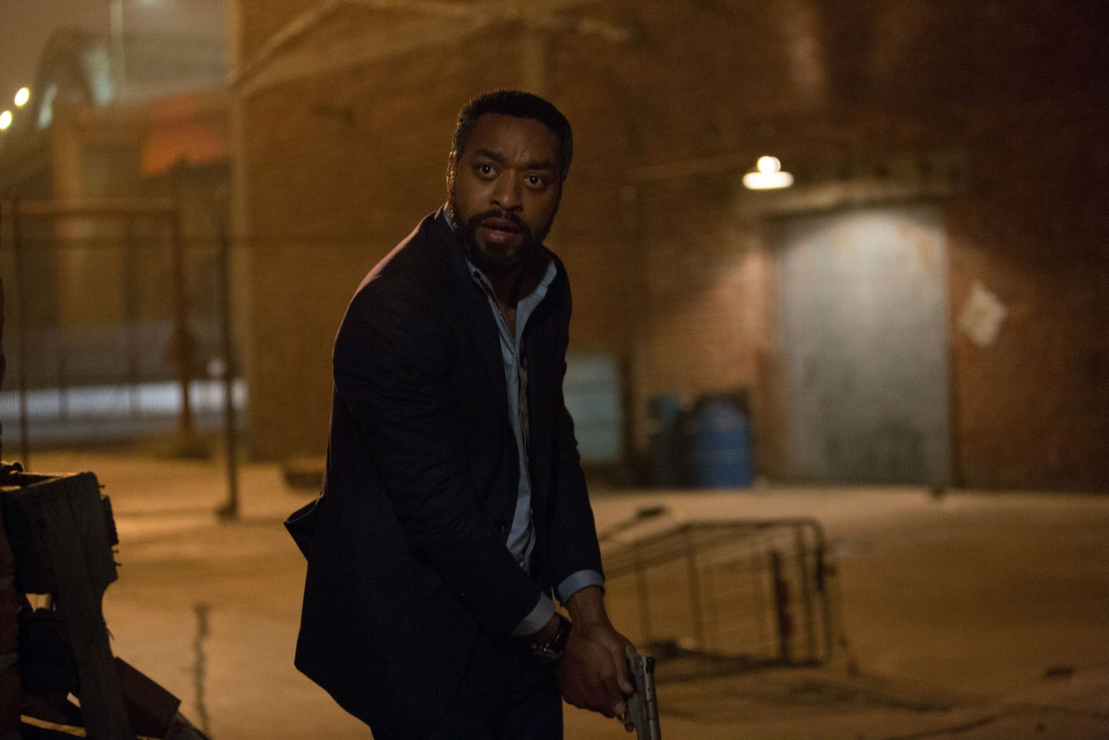 Secret in Their Eyes: Chiwetel Ejiofor in azione in una scena del film