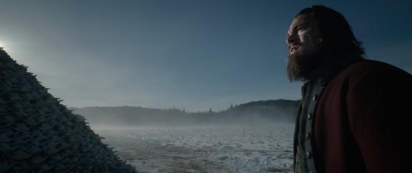 Revenant - Redivivo: Leonardo DiCaprio in una suggestiva immagine del film