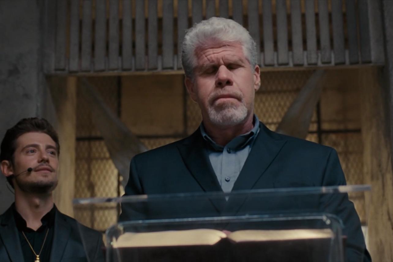 Hand of God: Julian Morris e Ron Perlman in un'immagine della serie