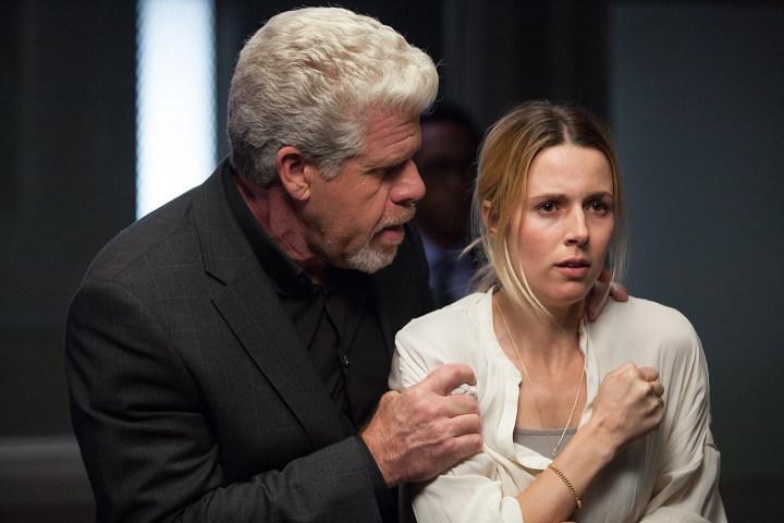 Hand of God: Ron Perlman e Alona Tal in una foto della serie Amazon