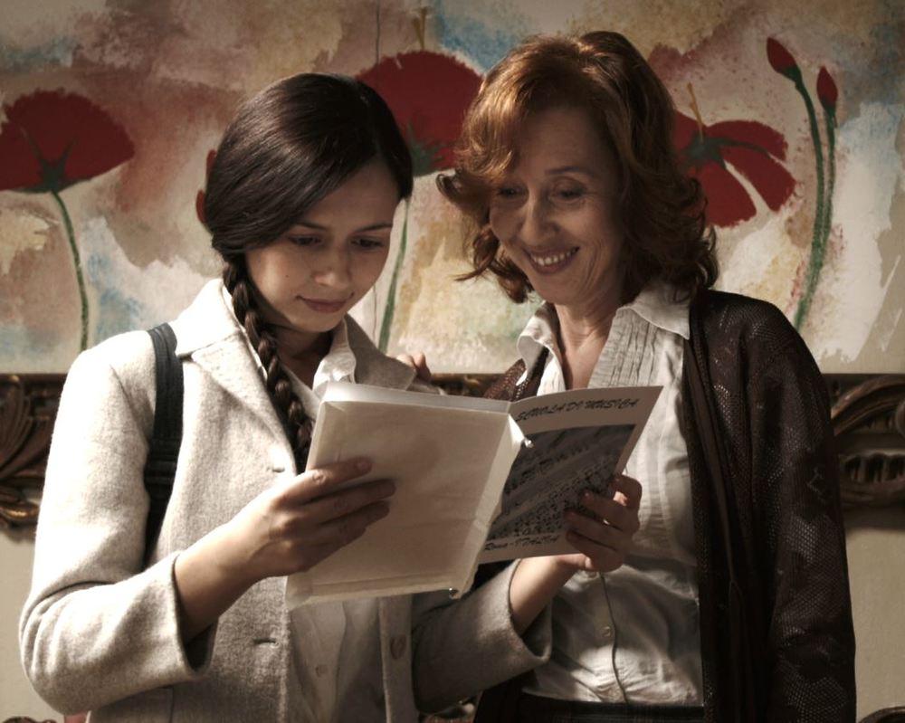 La bugia bianca: Francesca di Maggio e Carmen Giardina in un momento del film