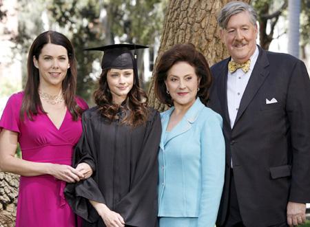 Una mamma per amica: Lauren Graham, Alexis Bledel, Kelly Bishop ed Edward Herrmann nell'episodio Soddisfazioni