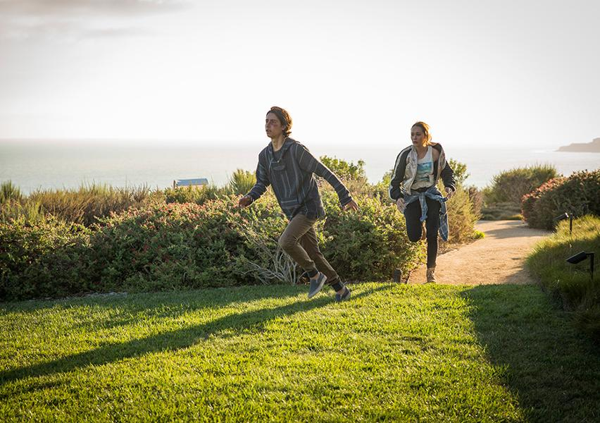 Fear the Walking Dead: Lorenzo James Henrie e Alycia Debnam Carey in The Good Man