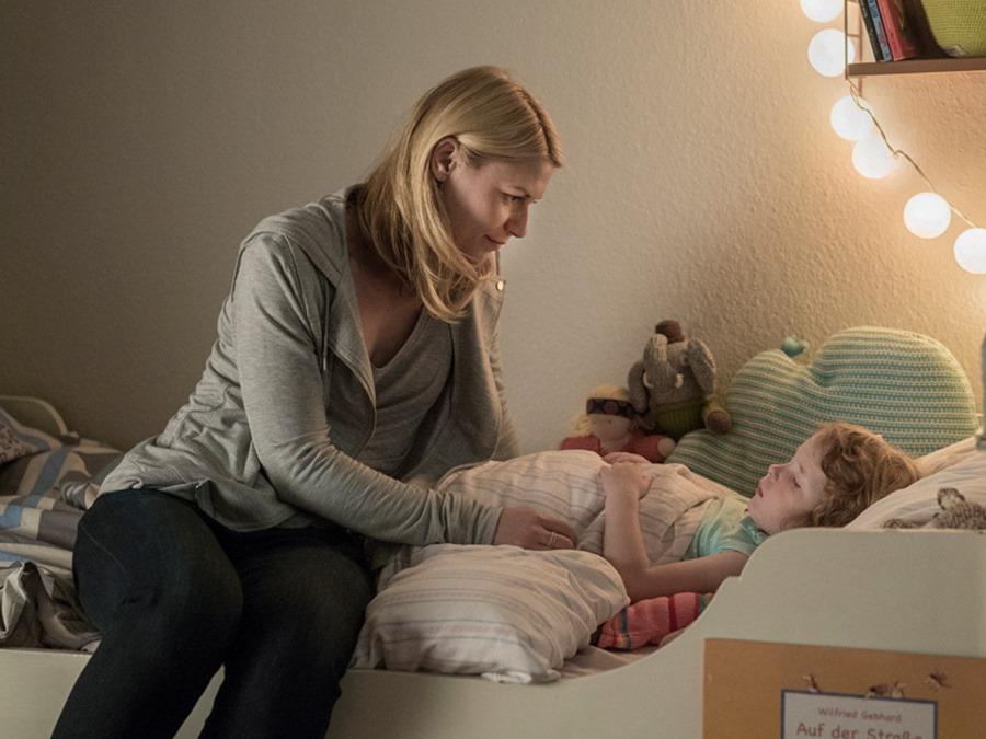 Homeland: la protagonista Claire Danes in una foto dell'episodio Separation Anxiety